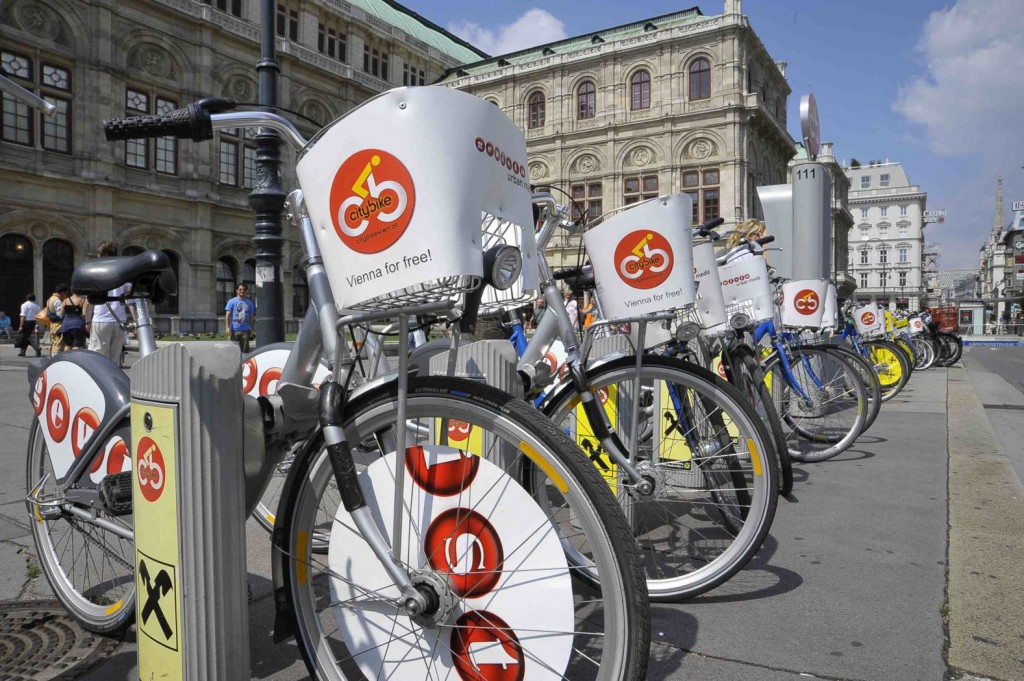 Citybike-Station vor Wiener Oper