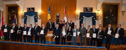 A Holnap városáért Díj 2015 díjazottjai (alsó sorban) és a Bíráló Bizottság tagjai (felső sorban)