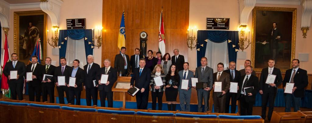 Átadták a Holnap városáért Díj 2015 Díjakat Díjazottak (alsó sorban) Bíráló Bizottság tagjai (felső sorban)