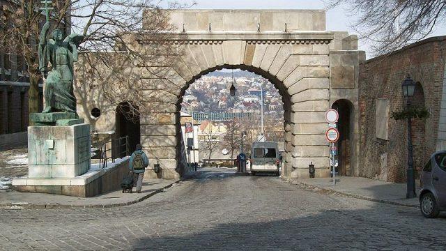 Megújult a Bécsi kapu tér