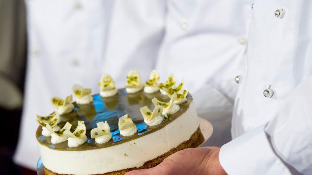 Az Őrség Zöld Aranya Magyarország tortája (MTI fotó: Koszticsák Szilárd)