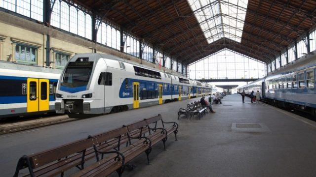 Emelete motorvonatok a MÁV-Startnál