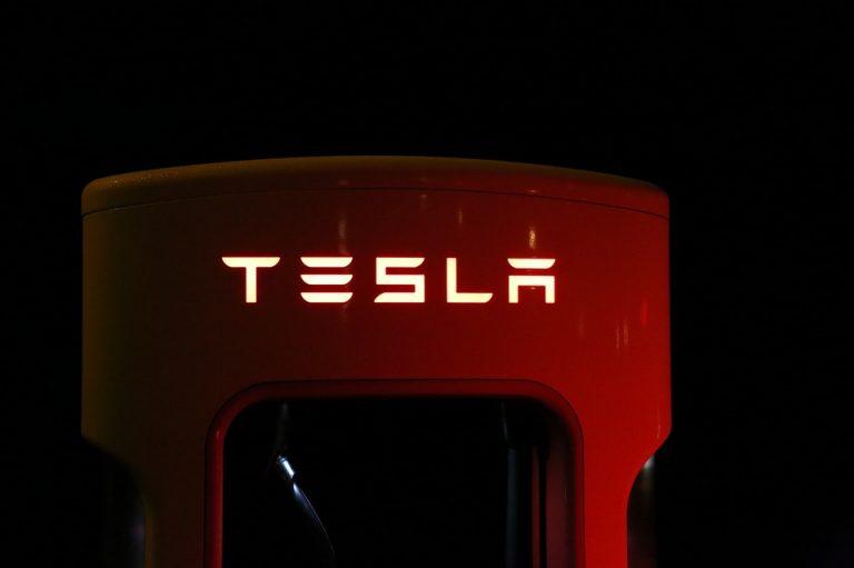 e német tartomány verseng a Tesla befektetésért