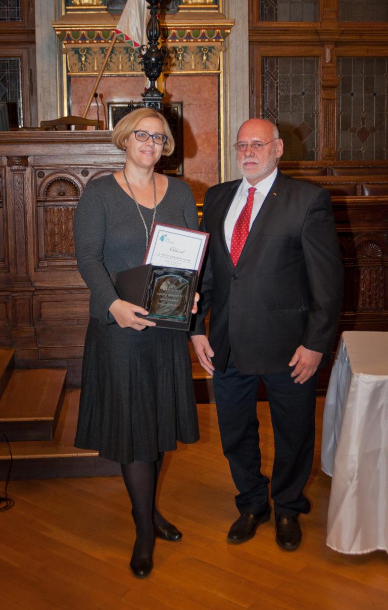Cs. Tóth Marianna kommunikációs vezető (Budapest Bank) és dr. Doór Zoltán (a Magyar Logisztikai Egyesület elnöke)
