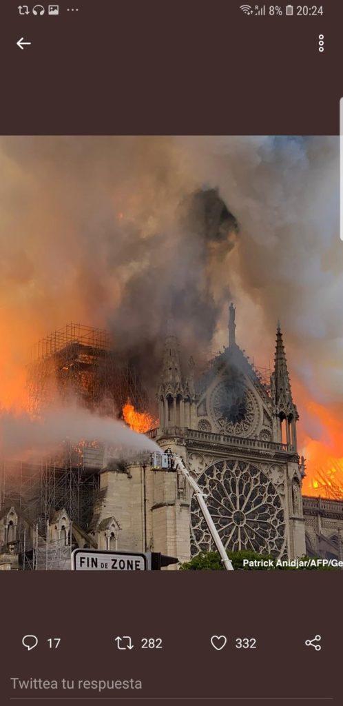 Twitter /Égő Párizsi Notre Dame