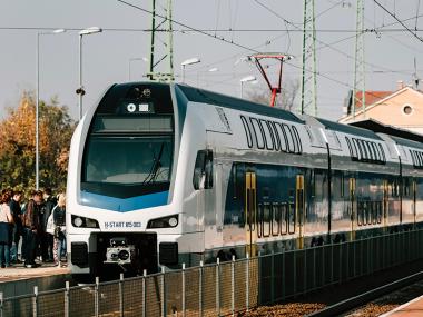 Emeletes vonatok (Cegléd, Vác)